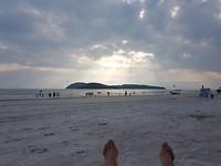 Afsluiting van de dag op het strand