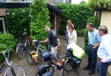 Laatste controle van onze fietsen door onze vrienden.