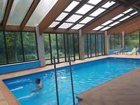 Genieten van het zwembad bij het hotel