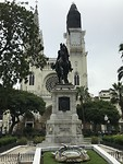 Parque de las Iguanas en daarachter de kathedraal van Guayaquil