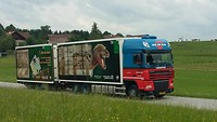Vrachtwagen T. rex on tour