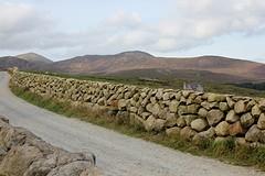 stenen muur in de Mourn Mountains
