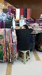 Zoals je ziet werkt het winkelpersoneel hard in China.