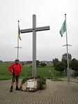 Kruismonument omdat in maart 1945 hier het leger onder aanvoering van Churchill de Rijn over kwam