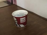 Deze box van KFC bedoelde ik, geen idee hoe die heet..