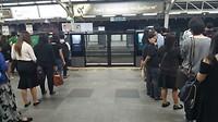 Netjes in de rij voor de metro