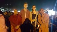 Met monniken op de foto