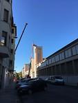 De toren nu zonder beeld en klok en binnenkort wordt het hele gebouw gesloopt.