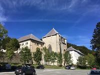 De achterkant van de kerk.