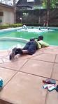 We vieren onze rit door een sprong in het zwembad
