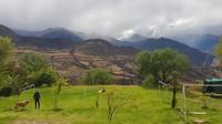 En als de wolken even verdwijnen nog een prachtig zicht op de bergen waarachter Machu Picchu ligt.