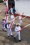 Iedereen in rood en wit, de nationale kleuren van Perú