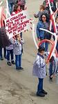 Optocht van schoolkinderen ter ere van de Fiesta del Patria