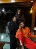 Frank in zijn traditional sarong met Tobias en zijn vrouw