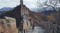 Een blij ei op de Chinese Muur.