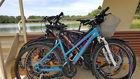 De fietsen op de fietsbootveer
