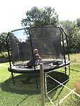 Genieten op de trampoline van de buren