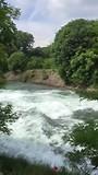 Een kolkende rivier