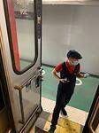 Meneer van de SNCF onderaan de trap