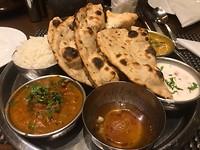 Naanbrood met curries