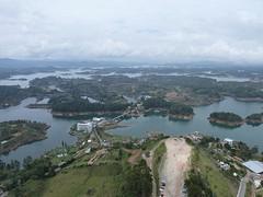 Van bovenaf uitzicht op het meer van Peñon