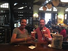 In de loung bar van het Raffles