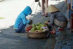 Twee vrouwen en fruit onderhandeling