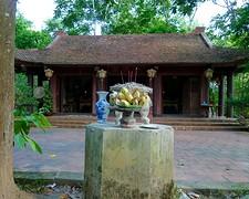 An Ma tempel, midden in het meer op klein eilandje