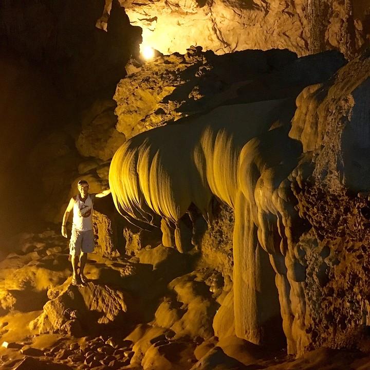 Lotusbloem in de grot