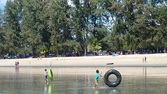 Spelen met de tubes @ maungmagan beach
