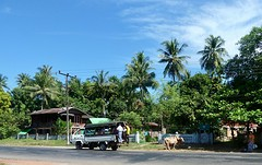 Straatbeeld op weg naar Mudon