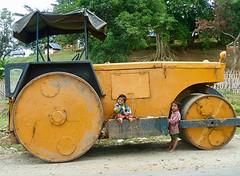 Tractor met kids in Lonton