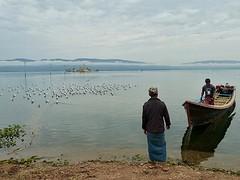 Vissers met heel ver weg Myitzu pagode