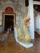 Draak voor de tempel