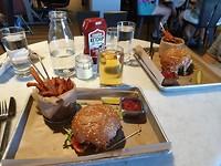 Onze 1e hamburger, lekker hoor hahaha!