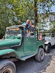 In de jeep