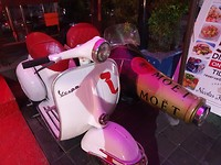 Moët scooter
