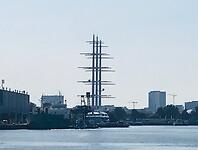 De Black Pearl in een van de Amsterdamse havens
