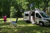 Terug in Nederland camping Klein Zwitserland in Zuidwolde, nog even het gras weg harken