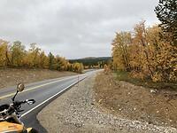 Weg 92 tussen Inari en Karigasniemi soms kilometers kaarsrecht