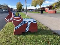 Ook mini Dalarna paardjes langs de weg