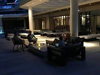 Bij het hotel