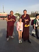 Aan het olympisch stadion met 2 monniken