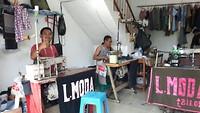 Heel veel kleine naai-ateliers waar allemaal mannen werken