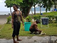 Ateng klieft de kokosnoot