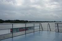 Op de fiets-voetveer naar Zeewolde.