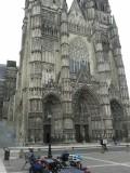 lunchpauze onder de kathedraal van Tours