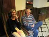 Aart en Elsa in ons hotel in Estencuby, aan de voet van de Pireneen
