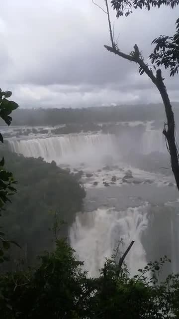 Een waterval aan de  Argentijnse zijde