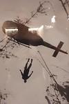 115.Helicopter evacueert omgekomen soldaat